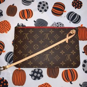 New Authentic Louis Vuitton Neverfull Pouch